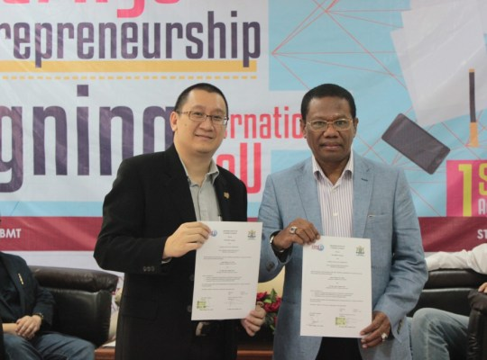 Selasa 1 Agustus 2017 STIE IBMT Surabaya bangga dan terhormat melakukan Penandatanganan Kerjasama dengan KADIN PB Jatim.