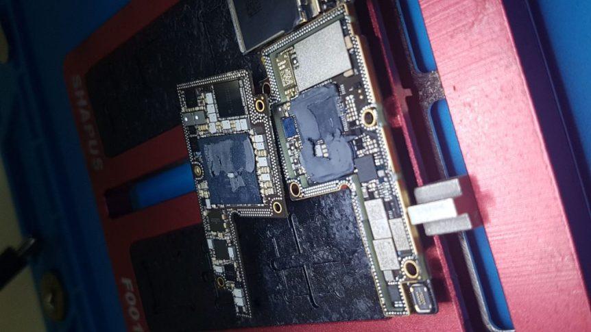Het moederbord van de iPhone