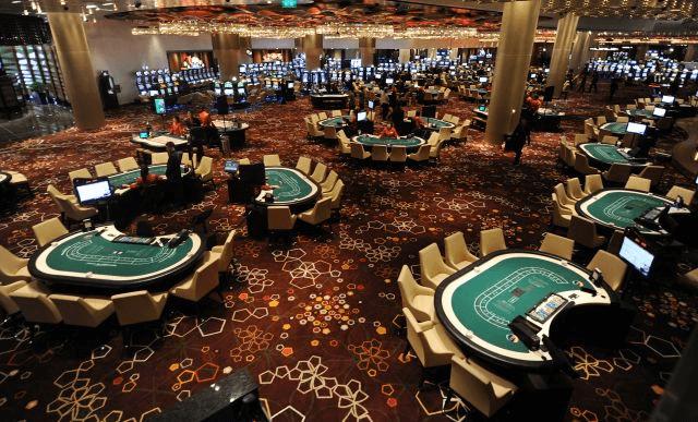 百家樂是全世界尤其在亞洲,是一款極為風靡的博奕紙牌遊戲,百家樂也是世界公認最公正、公平的賭桌撲克遊戲,就是因為它的莊家優勢最低,所以深得賭客的喜愛。