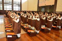 Retiro de ordenación de corta duración - ceremonia efectiva de la concesión de los preceptos