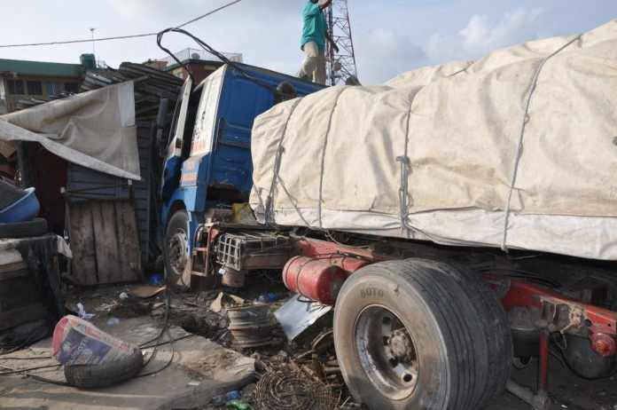 Brake Failure: Tipper rams into crowd in Onitsha, killed two
