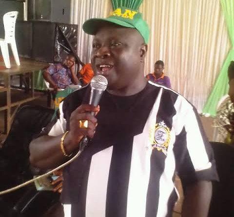 Drama ensues as Investors storm Oko Oloyun's offices to demand their money (Photos)