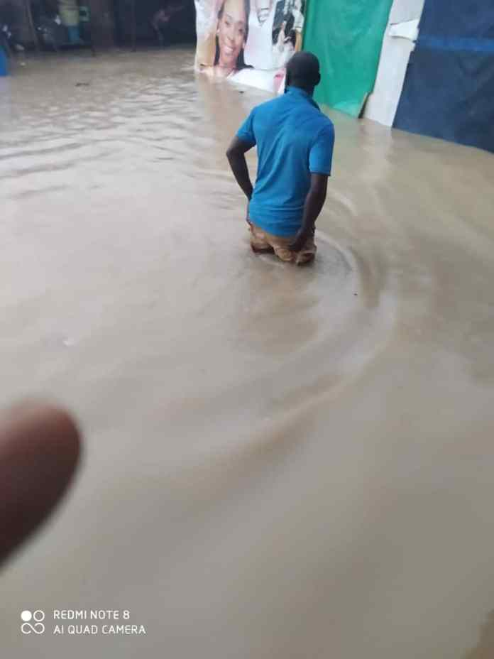 Breaking: 4 years old baby swept by flood in Lagos