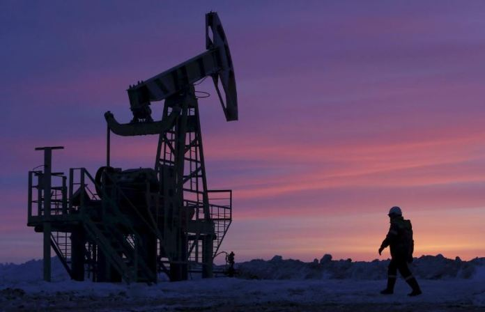 Oil prices steady after Navarro walks back from market-jolting comments