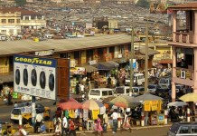 Nigerian traders protest Ghanaian authorities' refusal to open locked shops