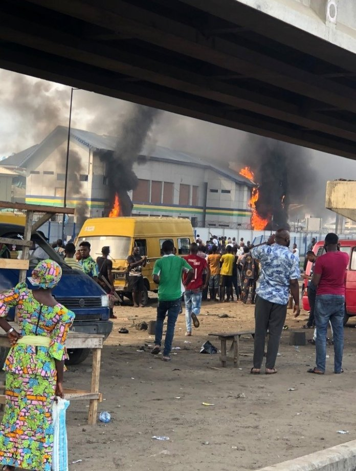 Video: Thugs set Orile Police station ablaze, as officers shot two dead