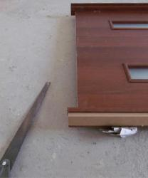 Выступающий край дверной коробки