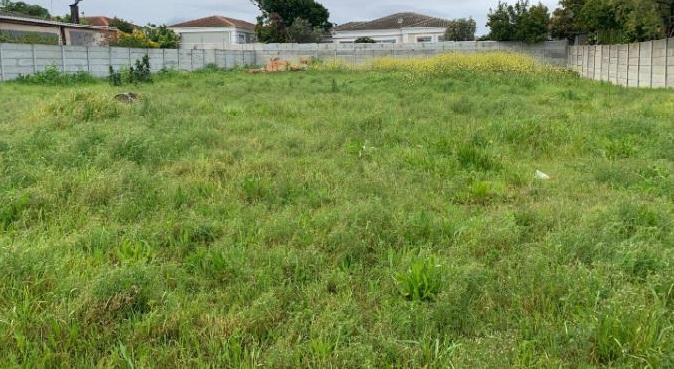 FULLY FENCED LAND MEASURING 5,100 SQUARE METRES FOR SALE IN ONIRU, VICTORIA ISLAND