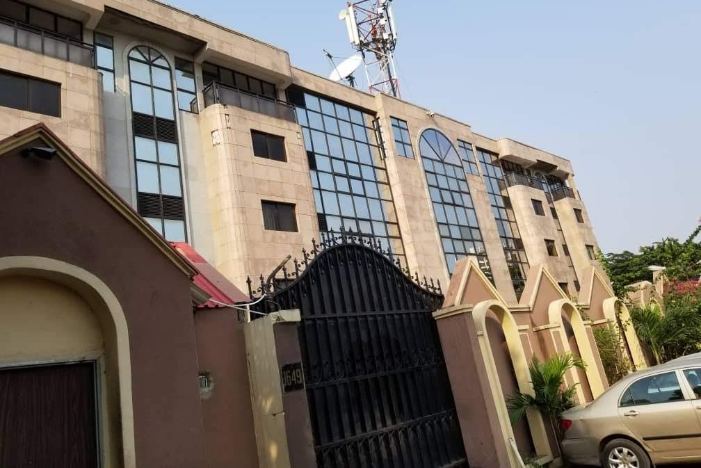5 STOREY OFFICE BUILDING WITH EXCELLENT FACILITIES FOR SALE IN VICTORIA ISLAND