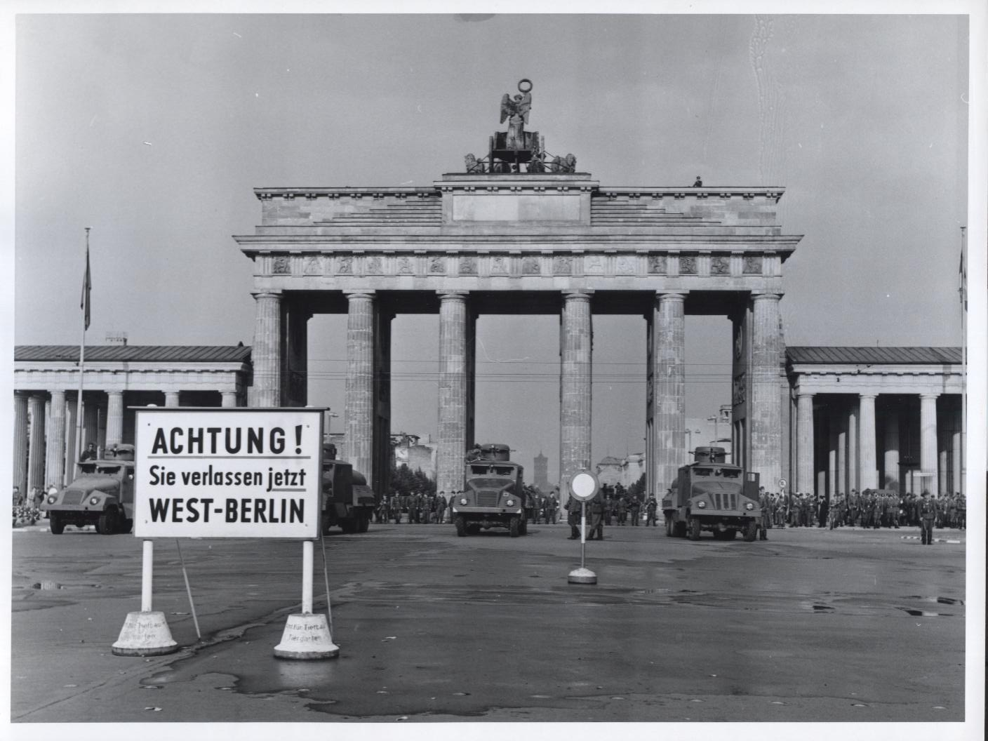 brandenburg_gate_wall_5