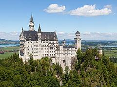 240px-Schloss_Neuschwanstein_2013