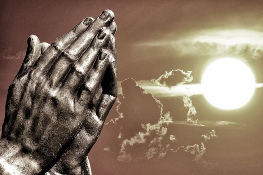 praying-hands-2534461_1920.jpg