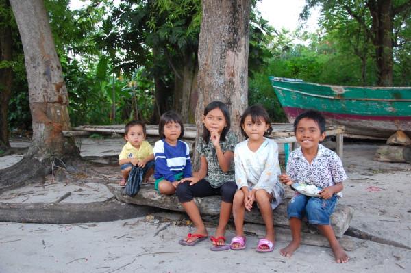 Anak-anak pulau Pari