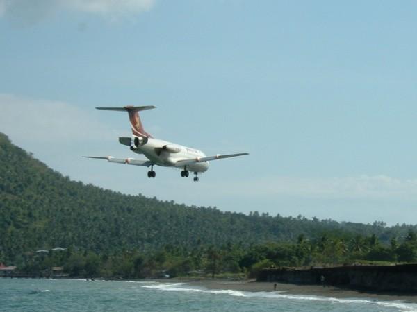 Pelita Air landing di Ende