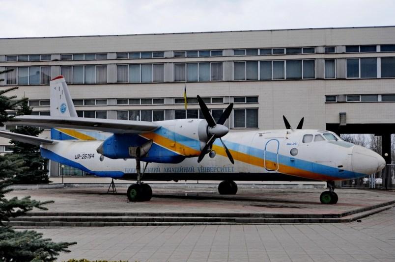 Ан-26 перед зданием Национального Авиационного Университета в Киеве