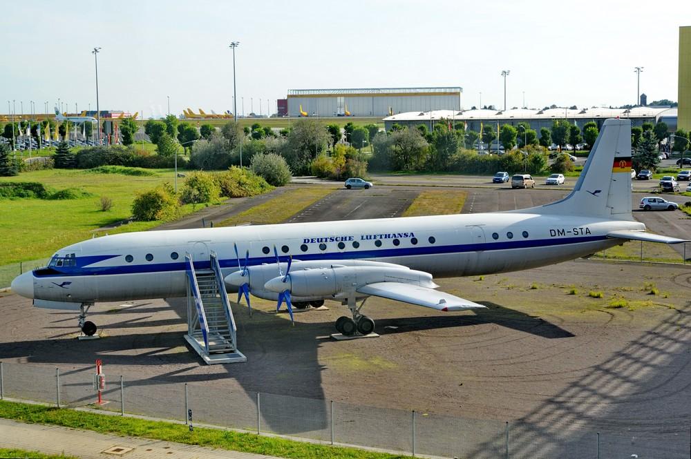 Самолет Ил-18 в аэропорту Лейпцига