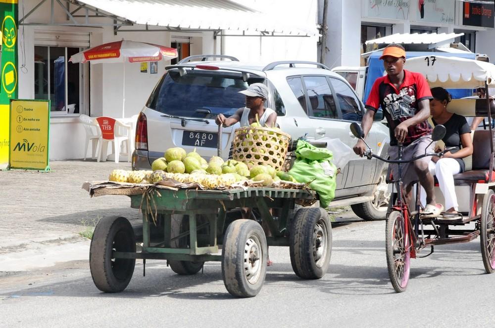 Мадагаскар. Таматаве. Телега с фруктами