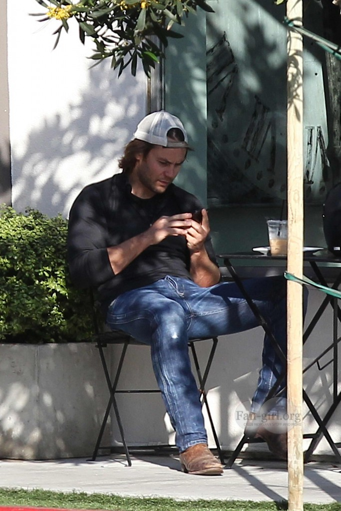 Taylor Kitsch Hangs Out With Emile Hirsch And Chace