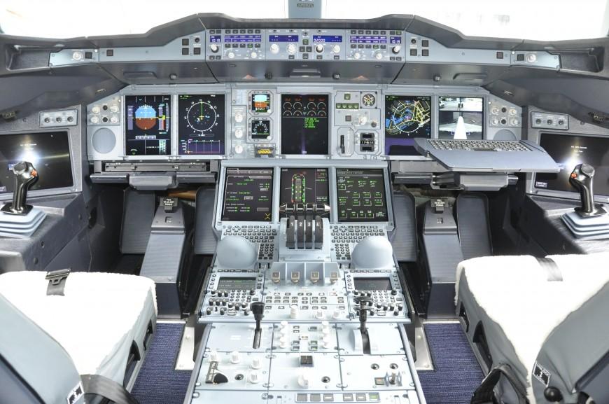 20-cockpit-avion-BritishAirwaysA380-870x577