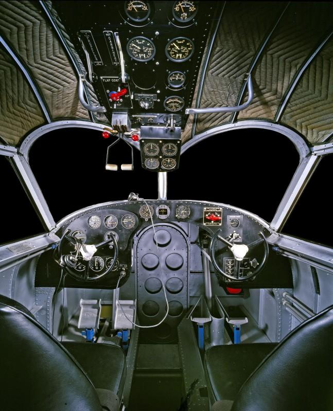 10-cockpit-avion-Grumman-G-21-647x800