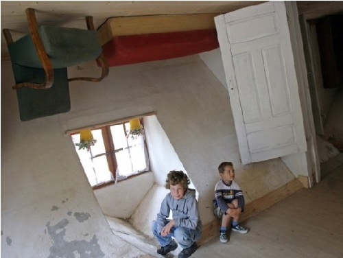 The-Upside-Down-House-–-Szymbark-Poland1