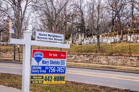 Quiet Niehgbors Sign