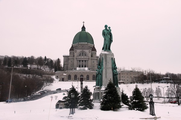 Saint-Joseph's Oratory of Mount Royal - Monument at the front