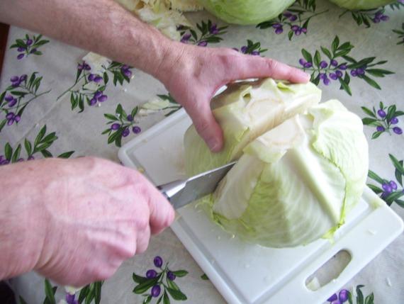 Засолка капусты в бочку с яблоками