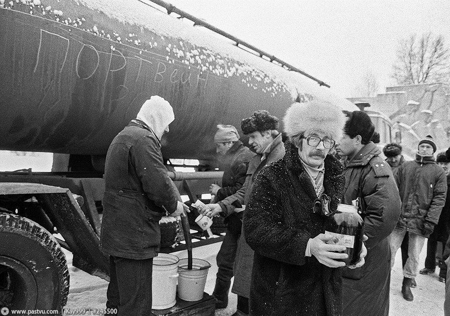 после протестов 1980-х в 1990-х из граждан бывшего великого Союза делали