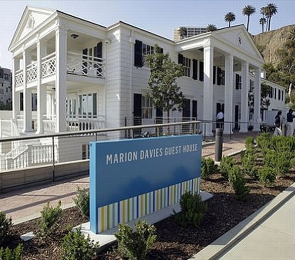 marion davies beach house 09b