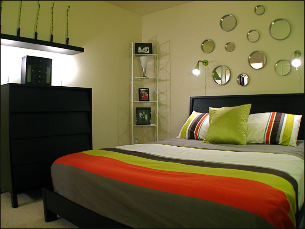 Small Bedroom Decorating Ideas on a Budget - Decor ...