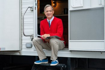 Tom Hanks on-set as Fred Rogers in A BEAUTIFUL DAY IN THE NEIGHBORHOOD (2019)