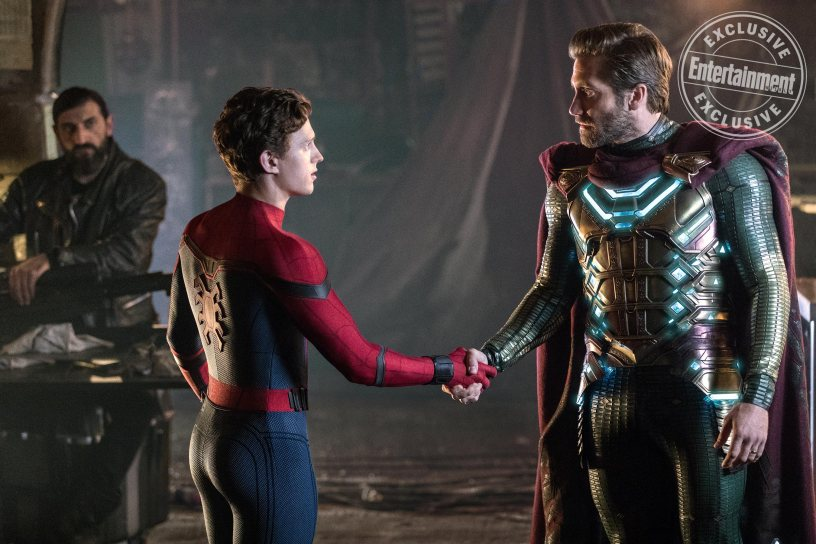 SPIDER-MAN: ™ FAR FROM HOME (l to r) Numan Acar, Tom Holland and Jacky Gyllenhaal