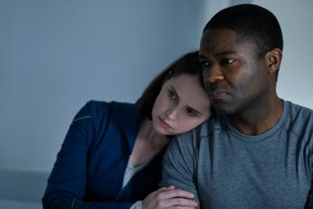 THE MIDNIGHT SKY (2020) Felicity Jones as Sully and David Oyelowo as Commander Tom Adewole. Cr. Philippe Antonello/NETFLIX ©2020