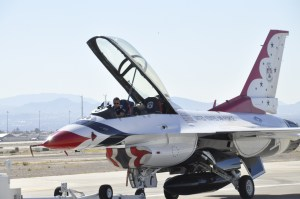 F-16 Thunderbird @ Nellis _DSC0756
