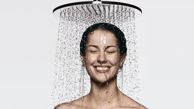 hg_alvensleben-woman-overhead-shower-royal2_730x411