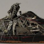 escultura zapatillas geek residuos electrónicos