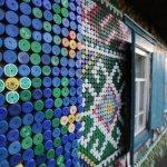 murales hechos con tapas de refrescos recicladas