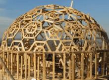 casa domo de madera con paja