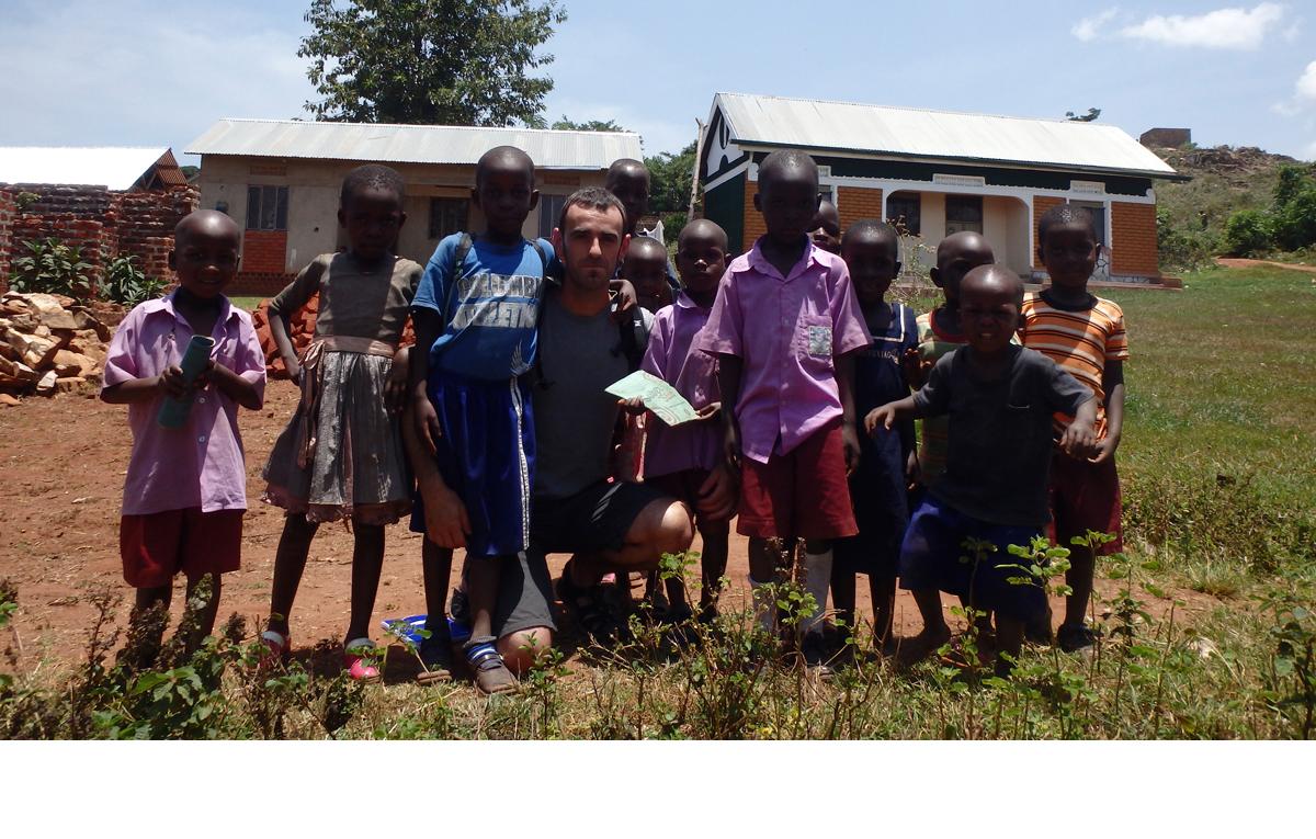Icaza compromiso sociedad ner group escuelas-orfanatos sostenibles y cooperativa mujeres en Uganda