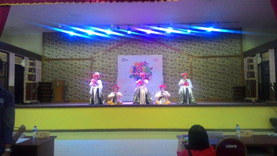Memupuk Persaudaraan Melalui Lomba Singing & Dancing