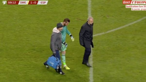 Video: Worrying sight for Manchester United as David De Gea taken off injured during Spain vs Sweden