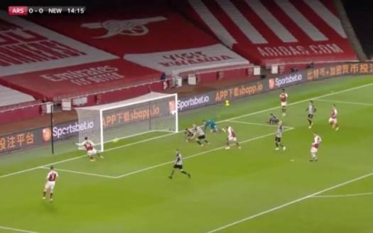 Video: Aubameyang misses open goal for Arsenal vs Newcastle