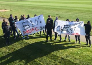 (Photos) Real Madrid fans stage anti-Super League protest at Bernabeu EzkJEYYXIAEAOrk 320x226