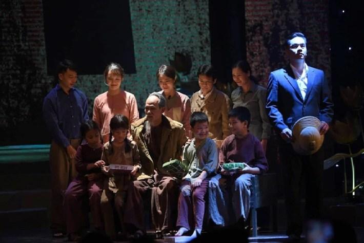 """Chuyện bình dị, xúc động về Bác Hồ qua chương trình """"Muôn vàn tình thương yêu"""" - 3"""