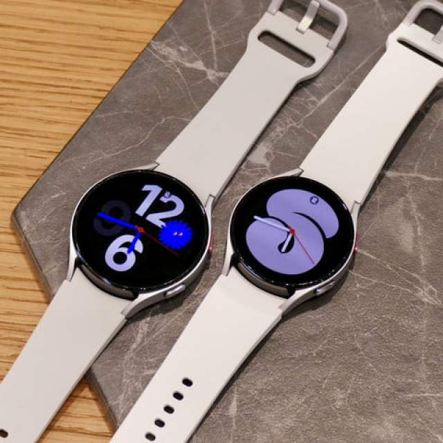 Galaxy Watch 4 in white, in two sizes.