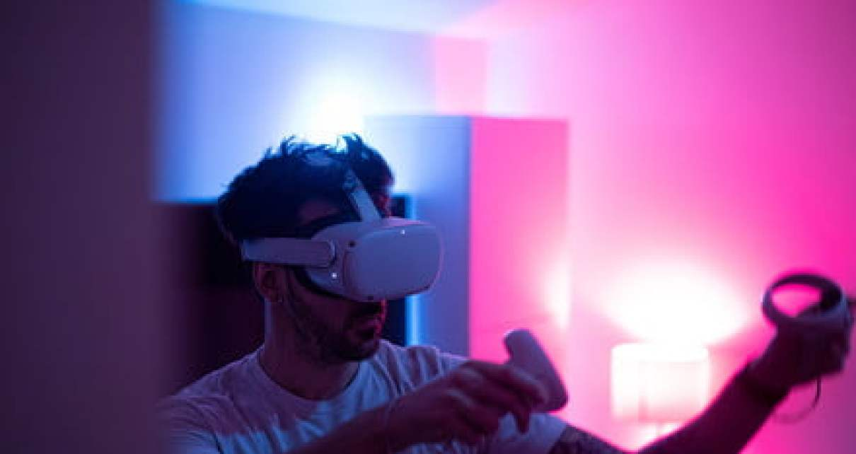 Analyzing the most disastrous and hilarious VR fails, for science