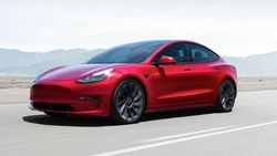 Dünyanın en çok satan premium sedan modeli Tesla Model 3 oldu