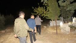 Adıyaman'da polisler ihbar üzerine mezarlıkta arama yaptı