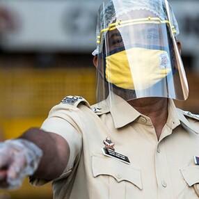 Hindistan'da koronavirüs yasaklarına uymayanlara akılalmaz cezalar